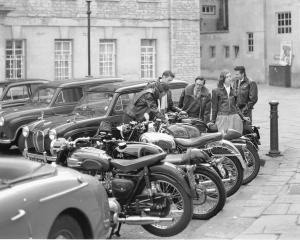 vintage leather jacket motorbikes 1280x1024 wallpaper_wallpaperswa.com_21